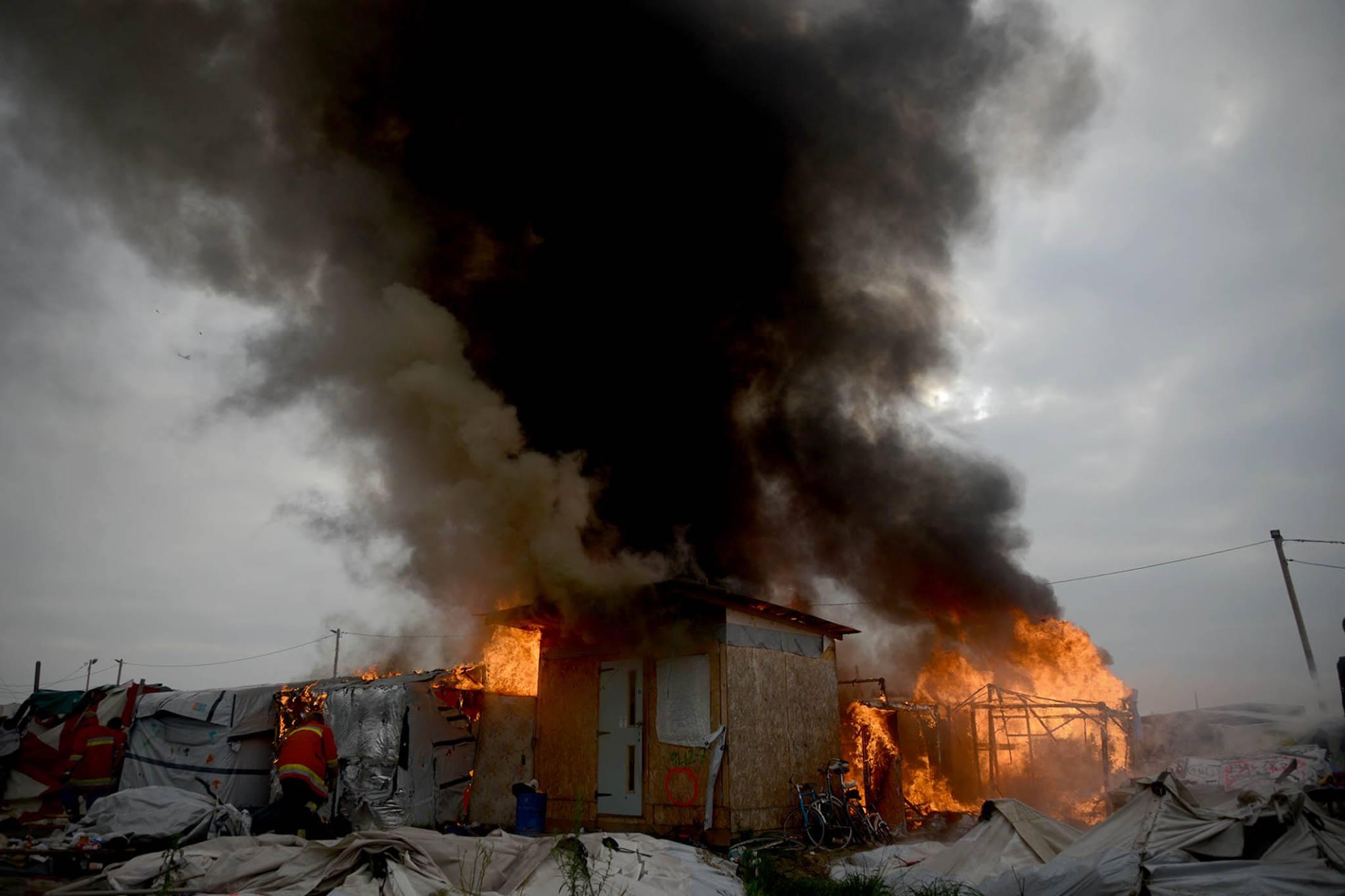 fuego en calais refugiados gabriel tizon