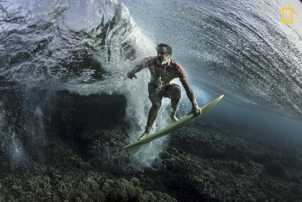 Bajo la ola de Rodney Bursiel