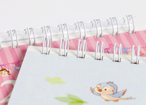 Calendario de Pared decorado con los personajes de Winnie The Pooh en tamaño grande